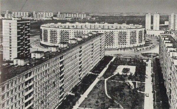 В Москве есть два дома-кольца