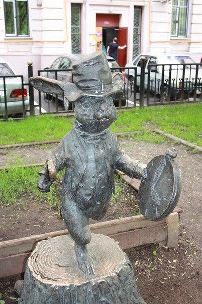 >Статуи героев мультфильмов в Москве